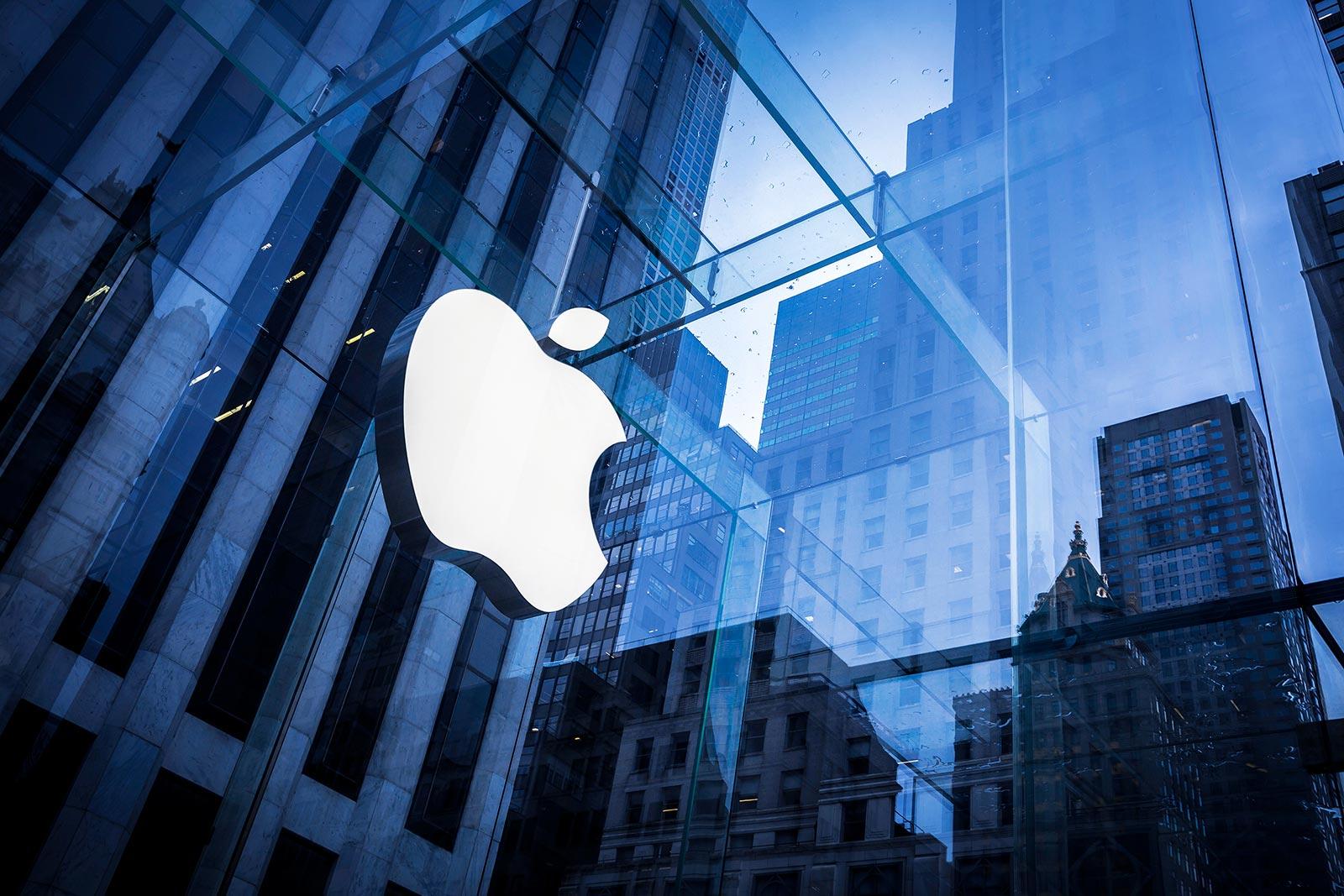 Apple closes its Swedish stores again