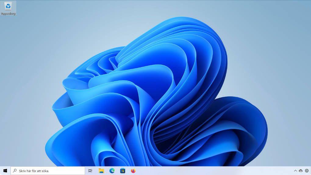 Windows 11 bug restores the taskbar from Windows 10
